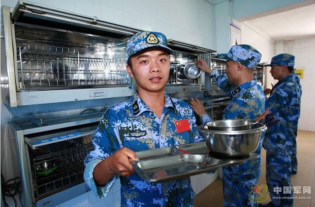 Một góc trong bếp ăn của binh lính Trung Quốc.