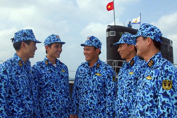 Các sĩ quan, thủy thủ tàu ngầm Hải quân NDVN. Ảnh: Trọng Thiết