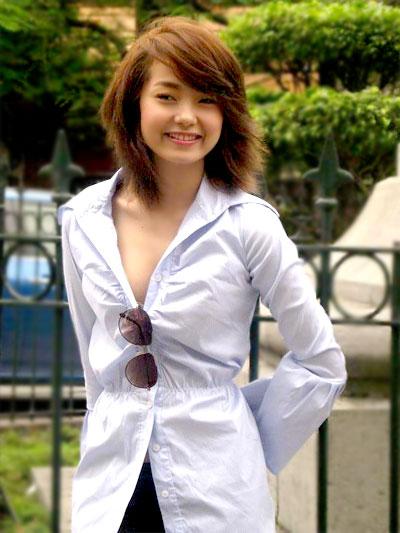 Minh Hằng được biết đến với vai trò là một ca sĩ, diễn viên với rất nhiều ca khúc hit và bộ phim ăn khách.