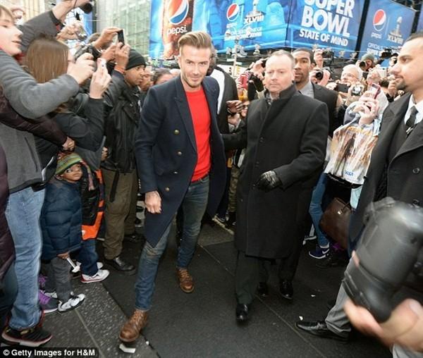 Beckham diện quần áo bảnh bao đi xem bóng rổ 6