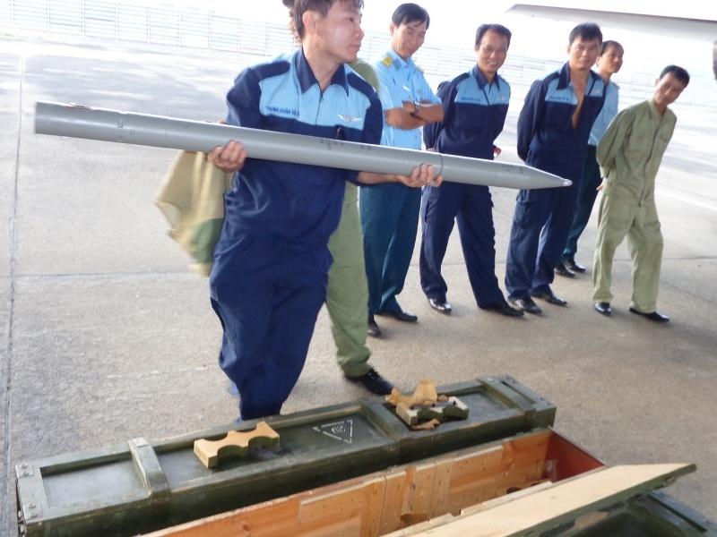Và rocket dùng trong các nhiệm vụ bắn, ném huấn luyện hoặc diễn tập bắn ném đạn thật hiệp đồng quân binh chủng