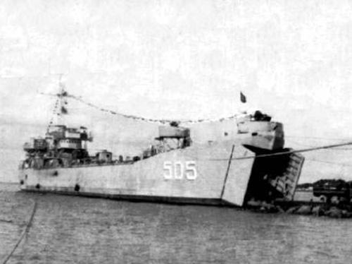 Tàu HQ505 đã lao lên bãi ngầm ở đảo Cô Lin cắm cờ khẳng định chủ quyền Tổ quốc vào ngày 14/3/1988. Ảnh: tư liệu