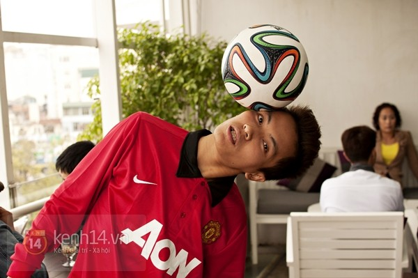 VĐV tâng bóng nghệ thuật số 1 Việt Nam ăn tối với sao Manchester United 6