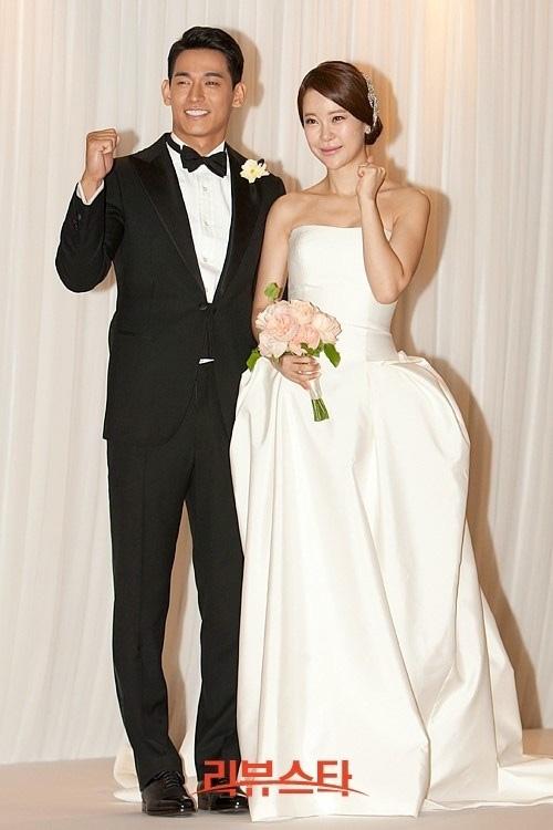 Beak Ji Young đã kết hôn cùng nam diễn viên Jung Suk Won hồi tháng 6/2013.