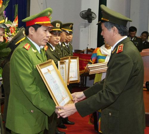 Năm 2011 Dương Tự Trọng đã được nhận bằng khen của Bộ Công an với những thành tích đạt được (Ảnh: Vietnamnet)