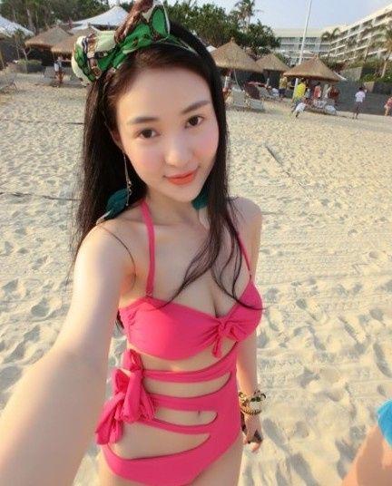 Hot girl tai tiếng Trung Quốc khoe ảnh sexy bên bãi biển 8