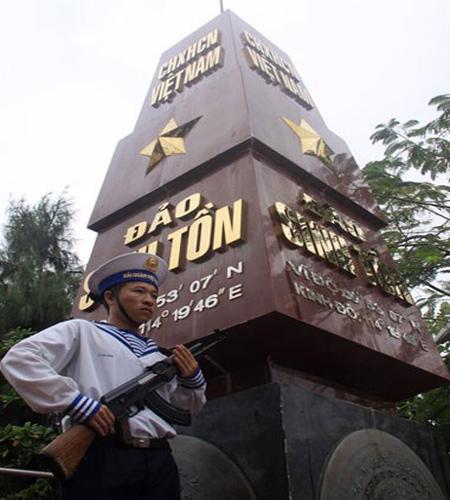 Việt Nam đã đóng quân tại đảo Sinh Tồn từ năm 1974 và nơi đây chỉ cách đảo Gạc Ma bị Trung Quốc chiếm đóng chừng vài hải lý.