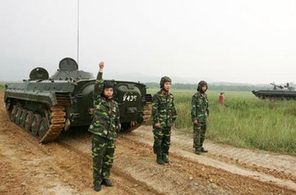 Xe trang bị động cơ diesel 300 mã lực cho tốc độ 65km/h trên đường bằng, 7km/h khi bơi. (Trong ảnh: xe chiến đấu bộ binh BMP-1)