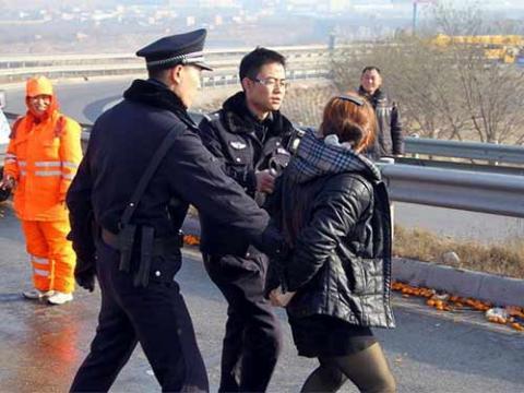 TQ: Cảnh sát dùng súng giải tán vụ