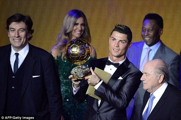 Trước đó một tuần, CR7 đã đoạt danh hiệu QBV FIFA 2013