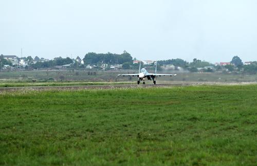 Chuyến bay khí tượng bắt đầu cất cánh