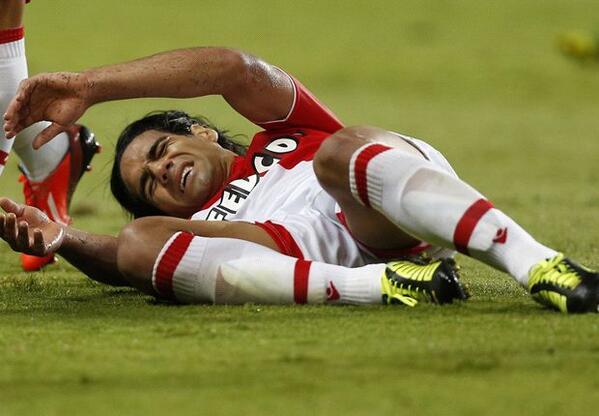 Mourinho rất muốn có Falcao nhưng có một trở ngại là anh đang vật lộn với chấn thương đầu gối