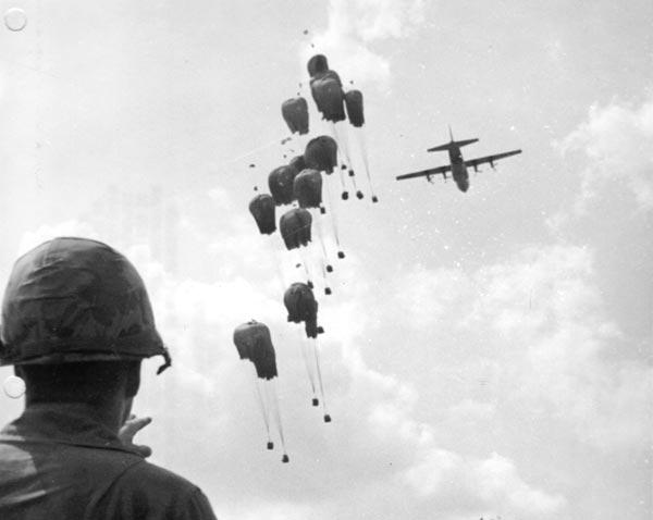 Không vận là nguồn cung cấp đạn dược chủ yếu cho các hoạt động chiến đấu của quân đội Mỹ và VNCH trong chiến tranh Việt Nam.