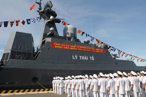 Chiến hạm Gepard 3.9 Lý Thái Tổ gia nhập lực lượng hải quân nhân dân Việt Nam. Thủy thủ đoàn tại lễ tiếp nhận tàu ở Cam Ranh, ngày 22.8.2011. Chúng ta có thể có tàu Gepard sớm hơn