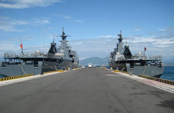 Hai tàu hộ tống Gepard của Việt Nam tại Cam Ranh