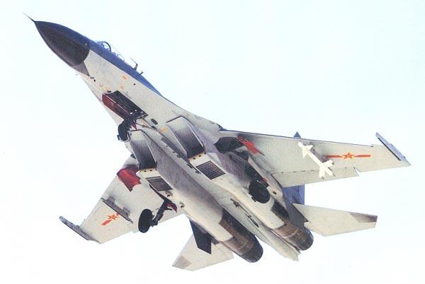 PLAAF đang cố gắng học theo Không quân Israel từ chiến thuật cho đến vũ khí sử dụng. Trong ảnh chiếc J-11 với tên lửa Python-3 của Israel dưới cánh.