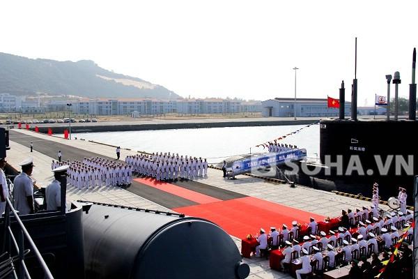 Toàn cảnh buổi lễ tiếp nhận Tàu ngầm HQ-182 Hà Nội