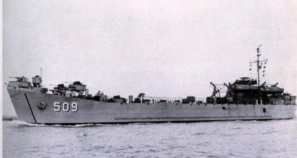 Tàu đổ bộ LST-509 tiền thân của tàu HQ-505 lúc đang trong biên chế của Hải quân Mỹ.
