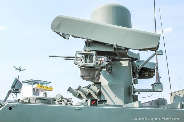 Đáng chú ý, trong các lực lượng vũ trang của Singapore, có 3 loại MANPADS của các nhà sản xuất khác nhau. Bên cạnh những tổ hợp tên lửa Igla của Nga trong các biến thể của MANPADS và Mechanised Igla, còn có MANPADS Mistral của Pháp và MANPADS hạng nặng RBS-70 của Thụy Điển.