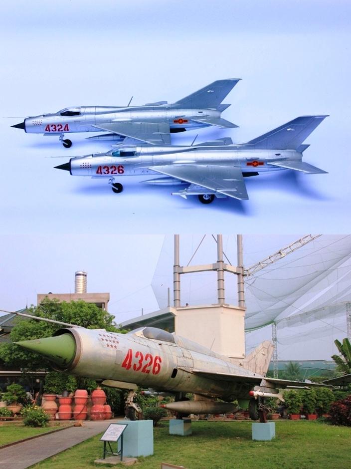 MiG-21 PF số hiệu 4326 hiện đang được trưng bày tại bảo tàng Phòng Không Không Quân, Hà Nội (trên) và mô hình MiG-21 PF 4326 (dưới)