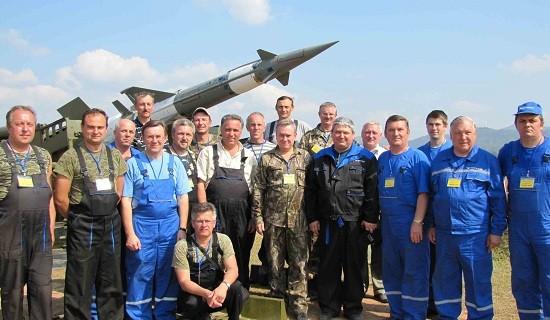 Các chuyên gia Belarus tham gia nâng cấp tại trường bắn TB1.