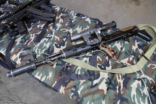Súng bắn tỉa SVU. Đây là mẫu súng bắn tỉa được thiết kế lại từ mẫu súng bắn tỉa SVD dưới dạng bullpup với kích thước gọn hơn, phù hợp trang bị cho các đơn vị đặc biệt.