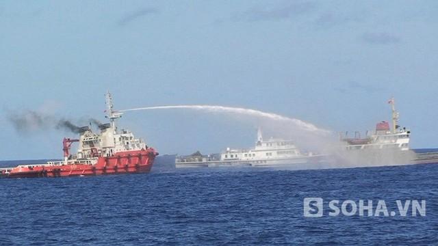 Tàu Trung Quốc gây hấn với tàu Việt Nam trên Biển Đông