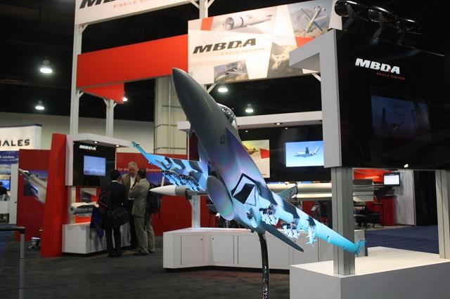 Mô hình máy bay F/A-18E/F Super Hornet của Hải quân Mỹ mang theo 12 tên lửa Brimstone của tập đoàn MBDA.