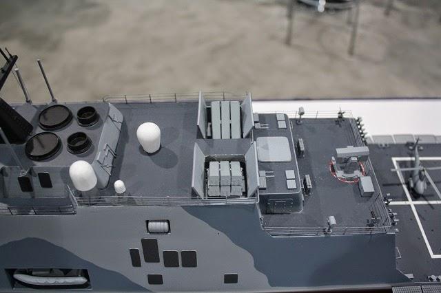 Tập đoàn Kongsberg (Na Uy) giới thiệu tại triển lãm Sea-Air-Space năm nay 2 mô hình nâng cấp tàu chiến cận bờ của Hải quân Mỹ với tên lửa chống hạm Naval Strike Missile của tập đoàn này.