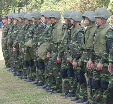 Mũ chống đạn Kevlar của Israel và áo chống đạn Flak thu được của quân Việt Nam Cộng hòa trang bị cho lực lượng đặc công.