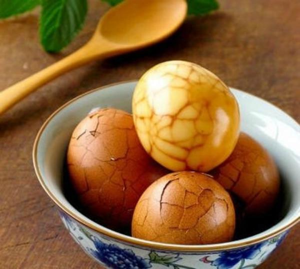 Càn Long bị hành thích vì chơi trội mua liền 10 bát trà trứng.