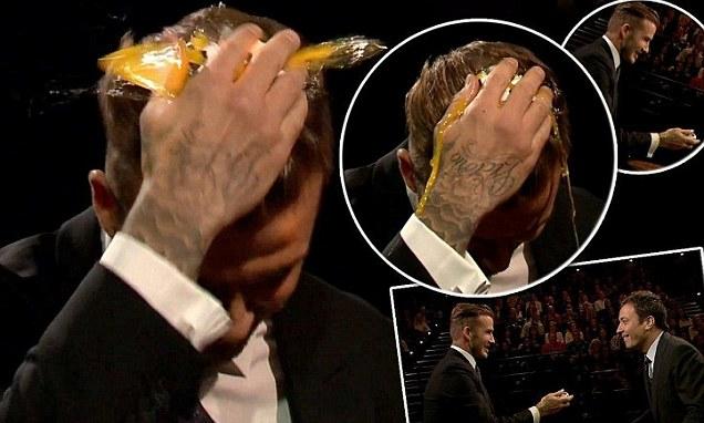 Beckham tự đập trứng vào đầu mình