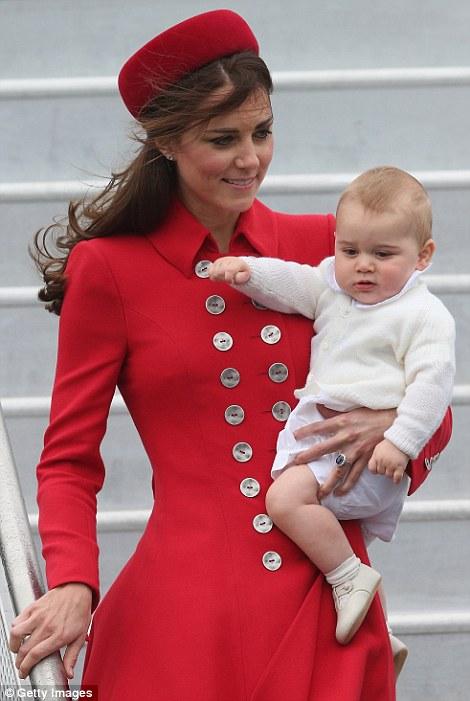 Hoàng tử nhí luôn được mẹ bế trong suốt cả buổi gặp gỡ thủ tướng New Zealand John Key,