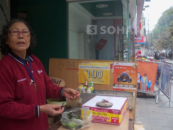 Bà Phương cũng nhìn thấy chiếc máy ATM bị kẻ trộm đục phá, để nằm ngổn ngang trên vỉa hè từ 5 giờ sáng