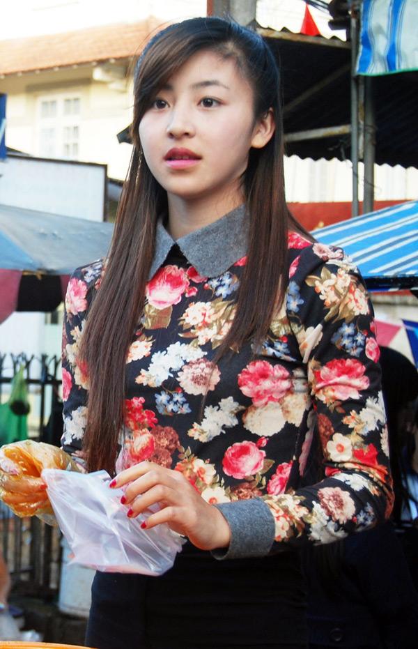 Cận cảnh nhan sắc của hot girl bánh tráng - Lưu Hoài Bảo Chi
