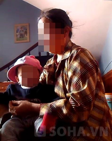 Bà Đỗ Thị Nga, mẹ của chị Nguyễn Thị Lệ, với những giây phút nặng lòng