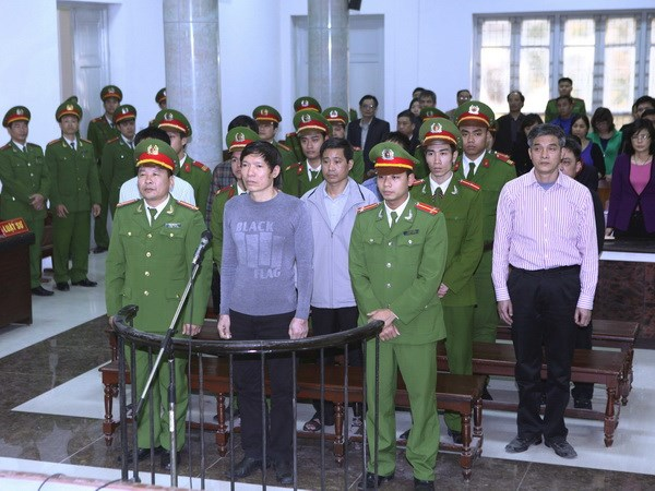 Ngày 8/1/2014 Dương Tự Trọng bị tuyên 18 năm tù vì tổ chức cho Dương Chí Dũng trốn đi nước ngoài (Ảnh: Dân Việt)