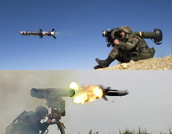 Javelin(ở trên) là một tên lửa