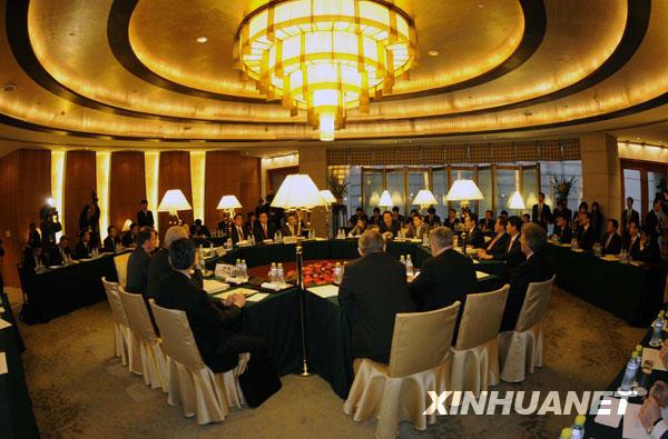 Kể từ tháng 8/2003, tất cả các vòng đàm phán 6 bên về hạt nhân diễn ra tại Trung Quốc đều được tổ chức trong các phòng họp ở bên trong nhà khách Điếu Ngư Đài. Cũng từ đây, nhiều thống nhất, văn bản chung của các cuộc họp, trong đó có văn bản chung về hành động giai đoạn 2 của vấn đề phi hạt nhân hoá bán đảo Triều Tiên, đã được kí kết ở đây.