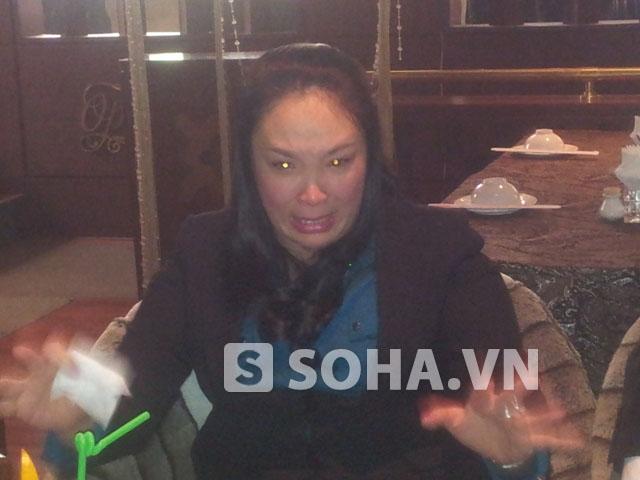 Chị Ngọc bật khóc khi chia sẻ với phóng viên