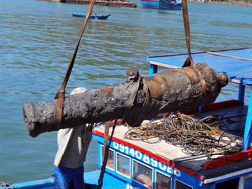 Một súng thần công thời Tây Sơn được trục vớt tại Bình Định
