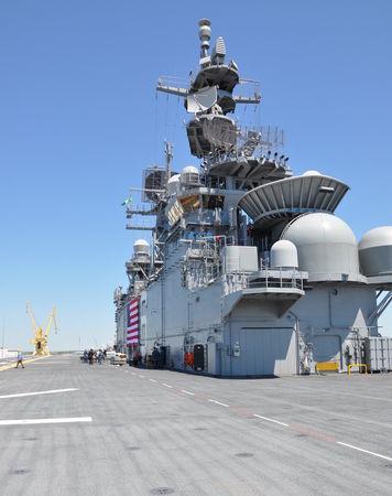 Con tàu dài 257m, rộng 32m, lượng giãn nước 44.971 tấn