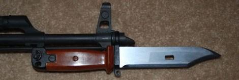 Lê lá lúa được gắn trên AK-47