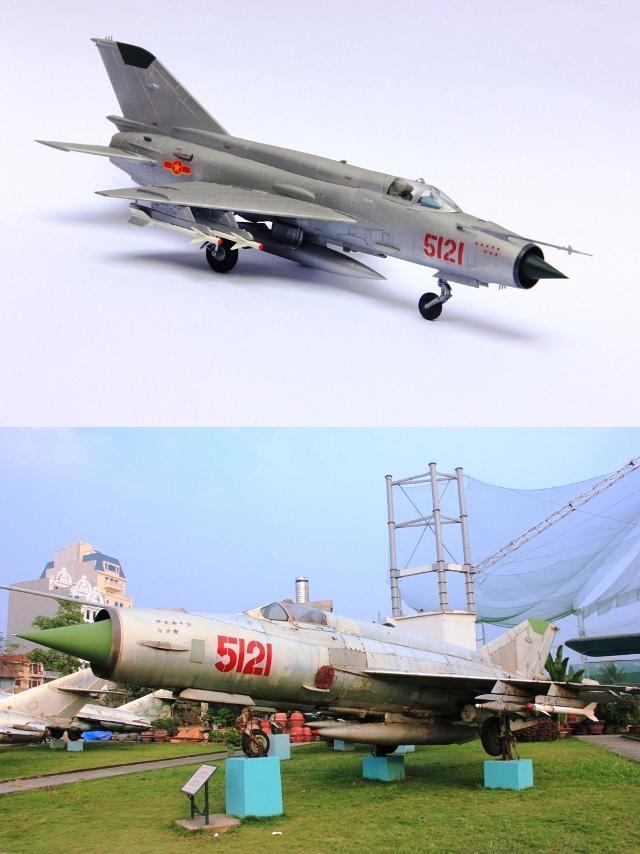 Tiêm kích MiG-21 số hiệu 5121 do phi công Phạm Tuân điều khiển.
