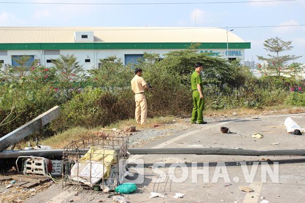 Chiếc xe máy của nạn nhân bị nát bét, hư hỏng nặng