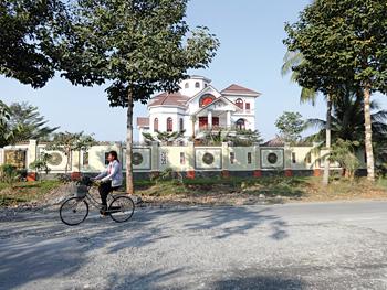 Hình ảnh được cho là dinh thự của ông Trần Văn Truyền (Ảnh: báo Người cao tuổi)