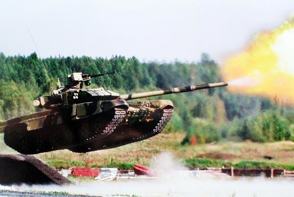 Hệ thống vũ khí trên T-90 có thể tiêu diệt mục tiêu trong phạm vi đến 5.000 mét. Chính vì điều đó T-90 được mạnh danh là