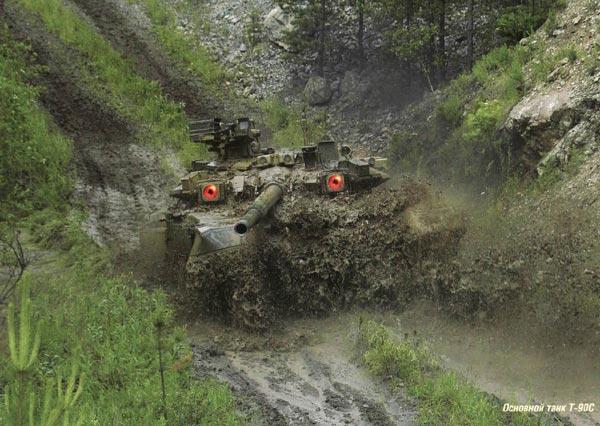 Trông T-90 như một con mãnh thú dũng mãnh trên chiến trường với 2 đèn hồng ngoại sáng rực như đôi mắt rực lửa.