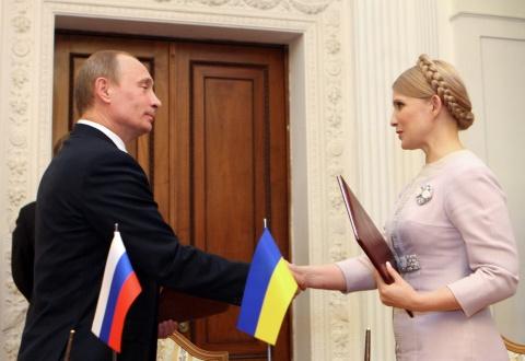Bà Tymoshenko và Tổng thống Nga Putin kí kết thoả thuận chung, giải quyết tranh chấp vè khí đốt với Nga năm 2009.