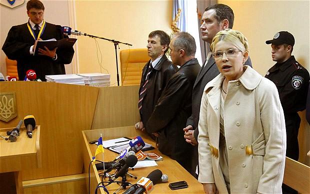 Dù ở trong tù, song bà Tymoshenko vẫn giữ khí khái của một chính trị gia quyền lực. Bà từ chối tuân thủ mọi quy tắc của nhà tù như mặc áo tù, tham gia các hoạt động lao động bắt buộc cho tù nhân và liên tục khẳng định mình vô tội.